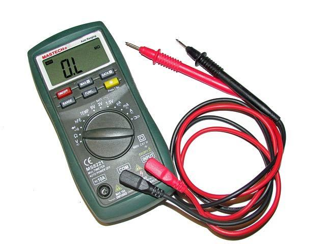 car battery testing at home with voltmeter