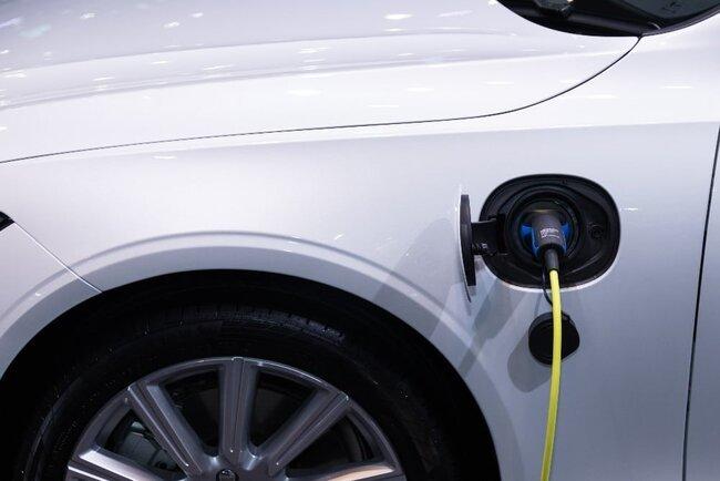 How Far Can An Electric Car Go On A Single Charge