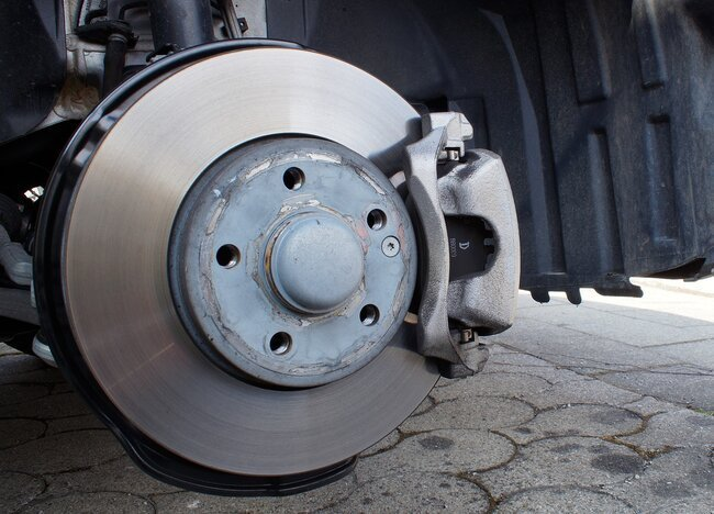 Signs Your Car Needs Brake Replacement