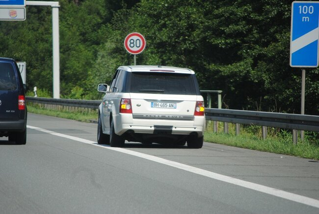 Travel Wise A Few Tips To Keep You Safe During a Roadside Breakdown